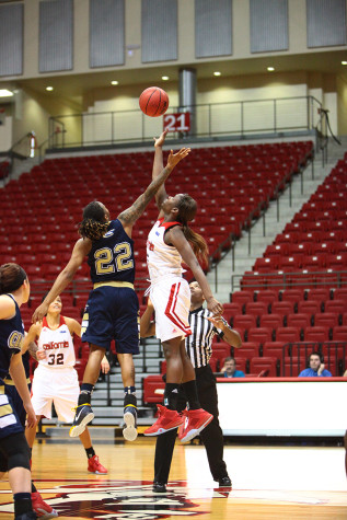 Women's basketball earns win over Clarion