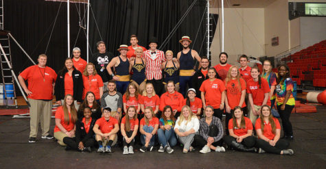 Members of the Student Activities Board and the Convocation Center staff take a picture with the Cincinnati Circus crew.
