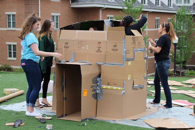 Members+of+Sigma+Kappa+begin+building+their+igloo+for+the+%22Cardboard+City%22+event.