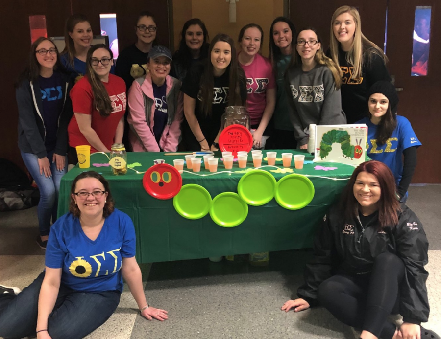 Photo of Phi Sigma Sigma at the Lemonade Wars.