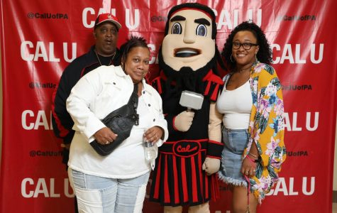 "Cal U Family Day 2018 – Portraits with ""Blaze"" Vulcan Mascot"