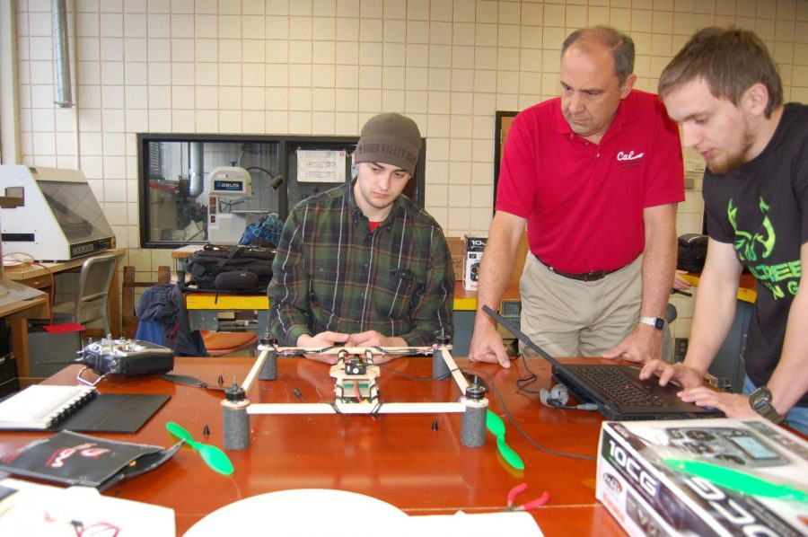 Members+of+the+unmanned+aerial+systems+club+build%2C+program%2C+and+test+a+drone.