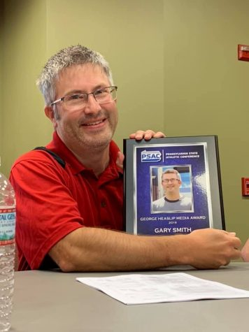 Head director and advisor of CUTV Gary Smith with his 2019 George Heaslip Media Award.