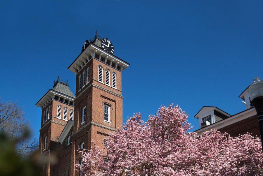 California+University+of+Pennsylvania%E2%80%99s+Old+Main+building.